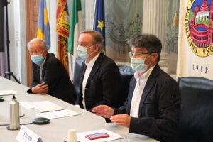 Il magnifico rettore Nocini, il delegato alla didattica Schena e il docente Fiorini.